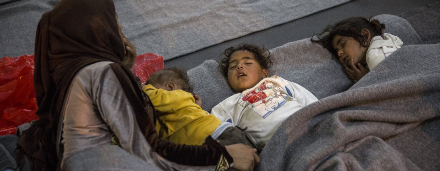 refugee-mother-and-children-sleeping-on-floor
