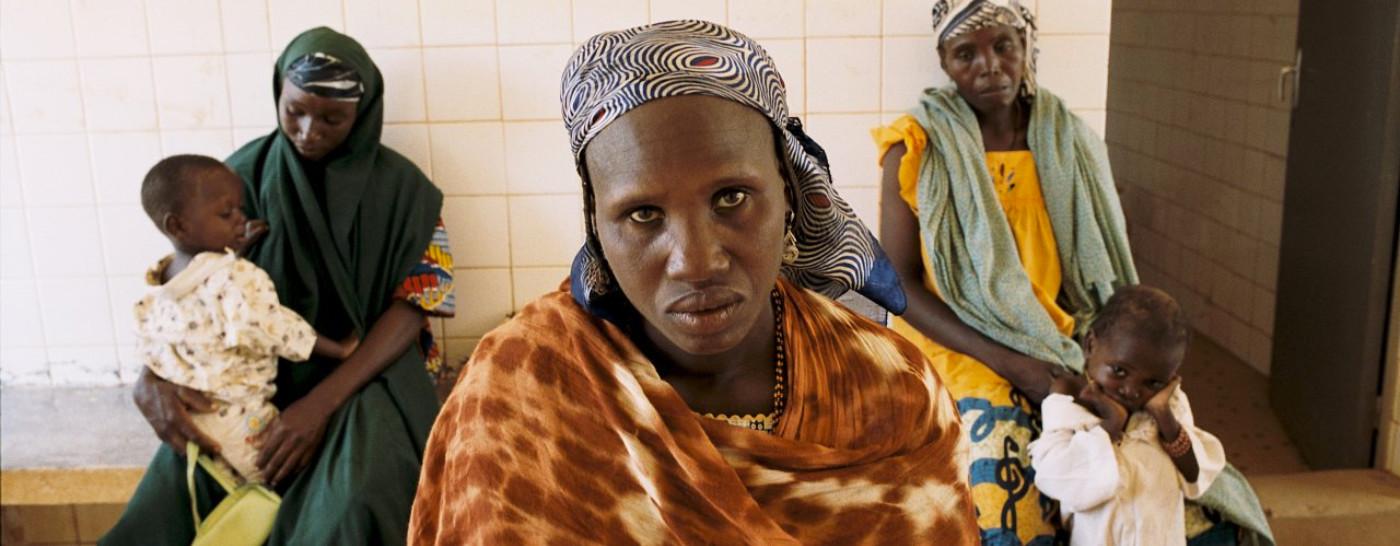 women-children-famine-crisis