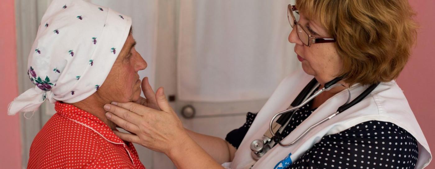doctor-examining-patient-in-ukraine